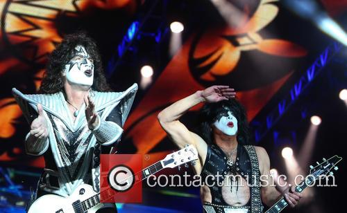 Tommy Thayer and Paul Stanley 2