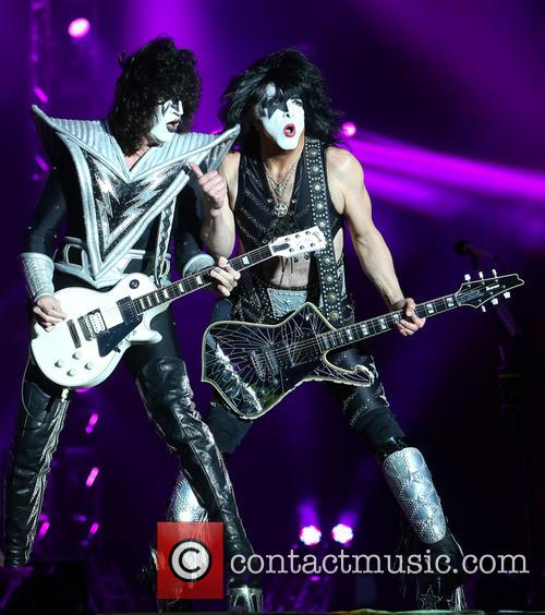 Tommy Thayer and Paul Stanley 1