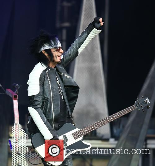Nikki Sixx and Mötley Crüe 10