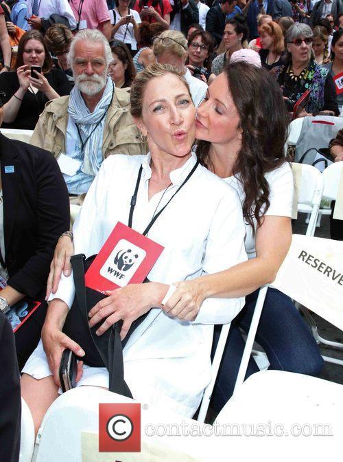 Edie Falco and Kristin Davis 7