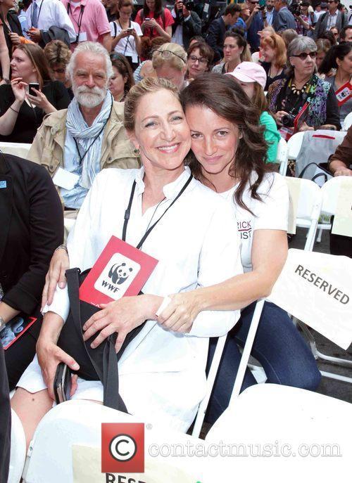 Edie Falco and Kristin Davis 8