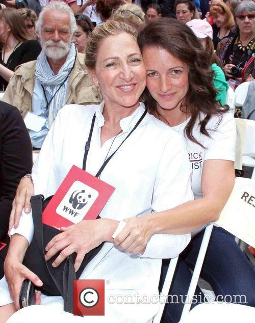 Edie Falco and Kristin Davis 1