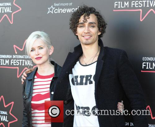 Gren Wells and Robert Sheehan 6
