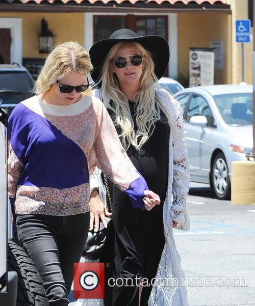 Ashlee Simpson and Evan Ross having lunch at...
