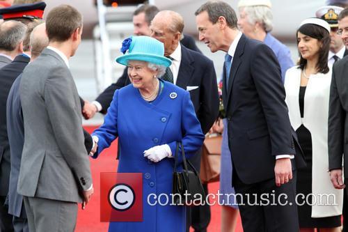 Queen Elizabeth and Simon Mcdonald 1
