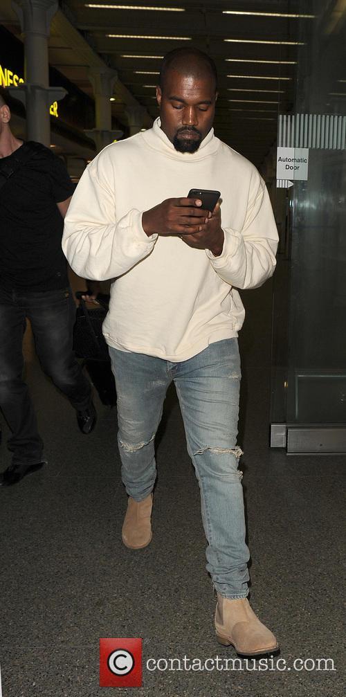 Kanye West arrives in London