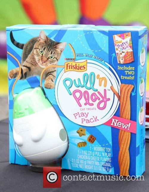 Friskes Pull, N' Play Edible String, Cat Treats and Photocall 2