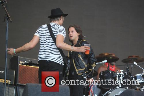 Pete Doherty and Carl Barat 5