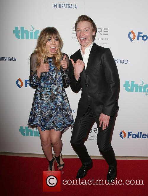 Jennette Mccurdy and Calum Worthy 8