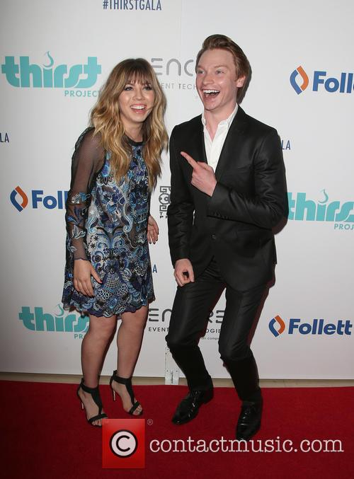 Jennette Mccurdy and Calum Worthy 11