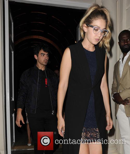 Joe Jonas and Gigi Hadid 10