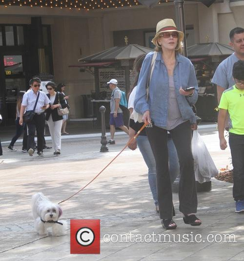 Jane Fonda takes her pet dog shopping