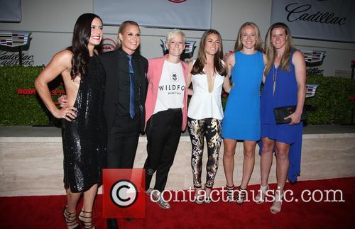 Becky Sauerbrunn, Kelley O'hara, Megan Rapinoe, Ali Krieger, Ashlyn Harris, Alyssa Naher and Abby Wambach 6