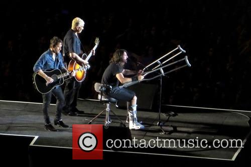 Dave Grohl, Chris Shiflett and Pat Smear 8