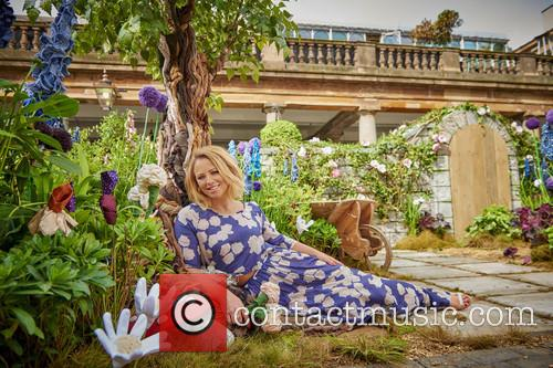Kimberley Walsh Unveiled A Garden With A Twist...