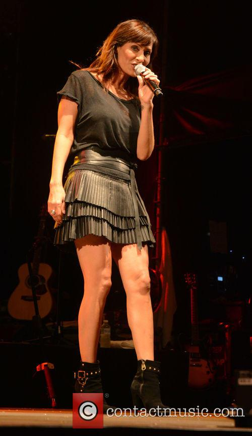 Natalie Imbruglia performing live
