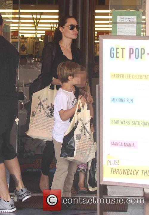 Angelina Jolie and Shiloh Jolie-pitt 4
