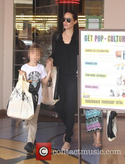 Angelina Jolie and Shiloh Jolie-pitt 5