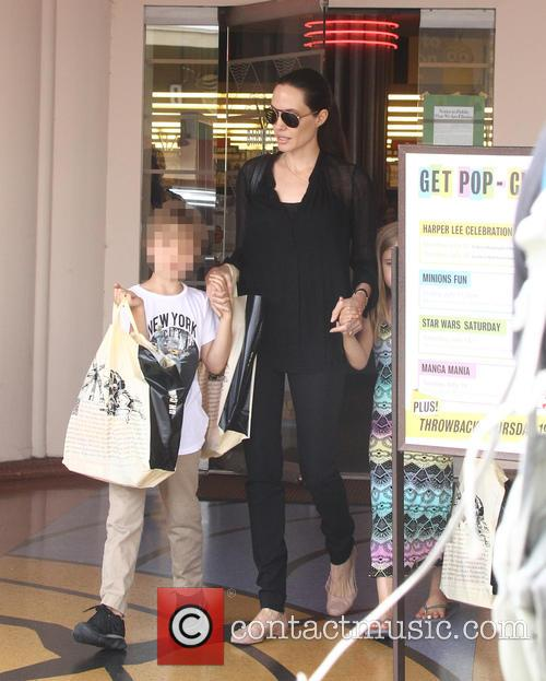 Angelina Jolie and Shiloh Jolie-pitt 6
