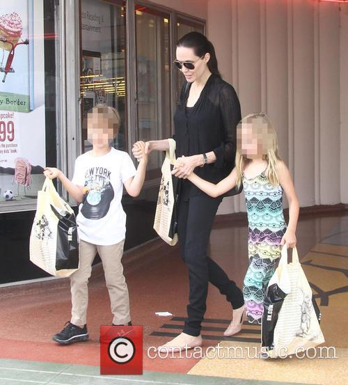 Angelina Jolie shopping at Barnes & Noble
