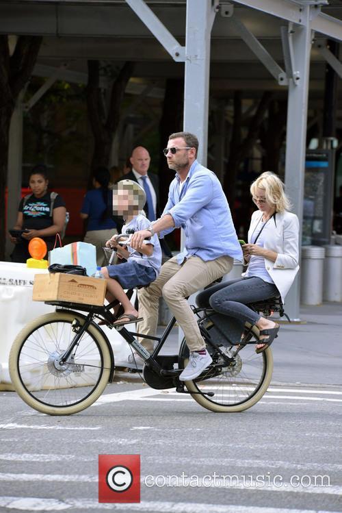 Liev Schreiber, Naomi Watts and Samuel Kai Schreiber 5
