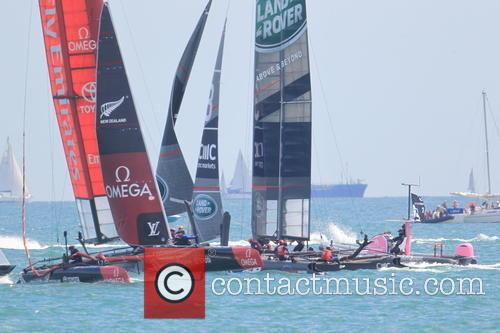 Land Rover Bar and Emirates Team New Zealand 2