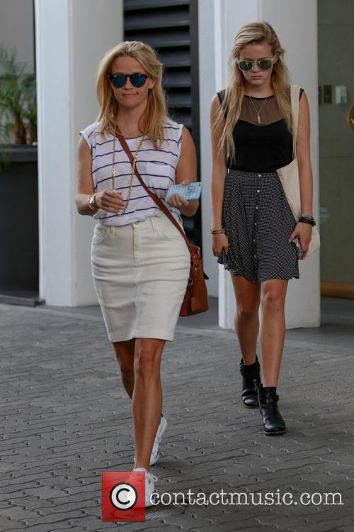 Reese Witherspoon and Ava Elizabeth Phillippe 9
