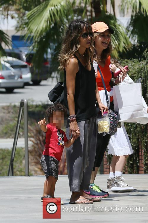 Halle Berry and kid go to the mall...