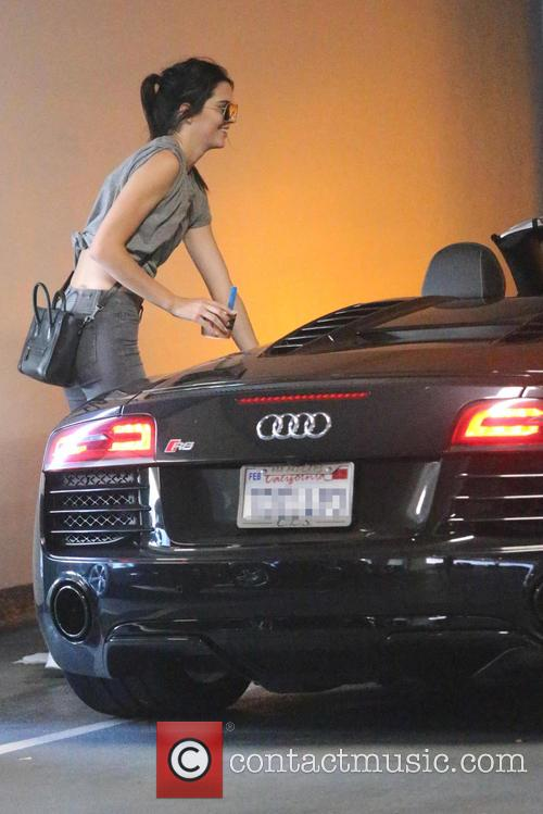 Kendall Jenner drives her Audi R8 to Go...