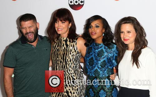 Guillermo Diaz, Bellamy Young, Kerry Washington and Katie Lowes 4