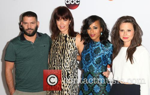 Guillermo Diaz, Bellamy Young, Kerry Washington and Katie Lowes 5