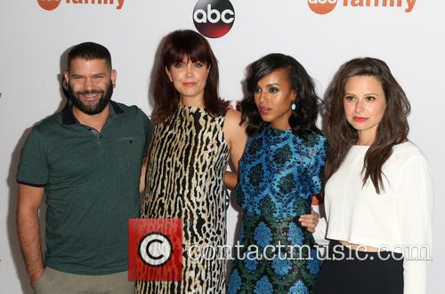 Guillermo Diaz, Bellamy Young, Kerry Washington and Katie Lowes 1