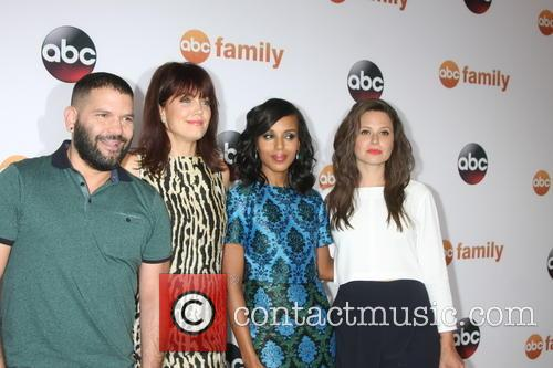Guillermo Díaz, Bellamy Young, Kerry Washington and Katie Lowes 4