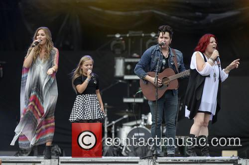 The Stellas, Lennon Stella, Maisy Stella, Brad Stella and Marylynne Stella 2