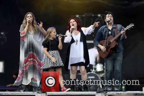 The Stellas, Lennon Stella, Maisy Stella, Brad Stella and Marylynne Stella 1