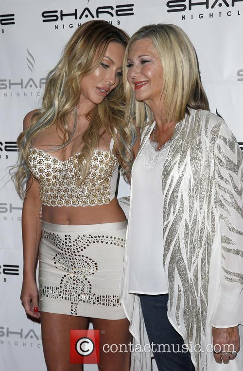 Chloe Lattanzi and Olivia Newton John 10