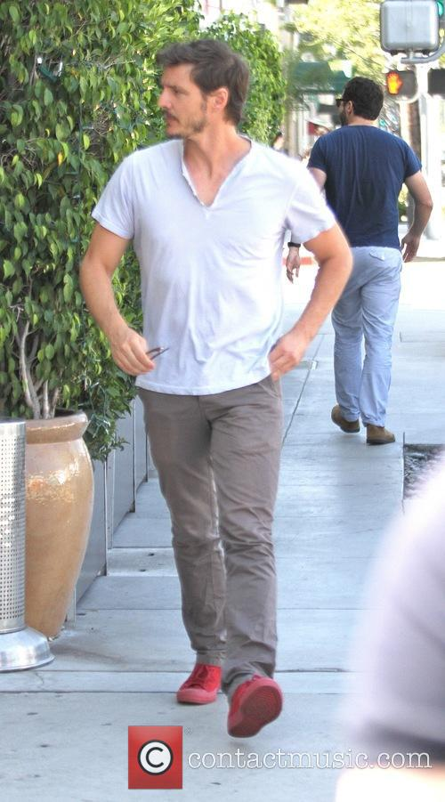 Pedro Pascal spotted out to lunch at E...