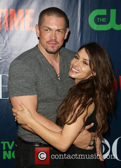 Steve Howey and Sarah Shahi 10