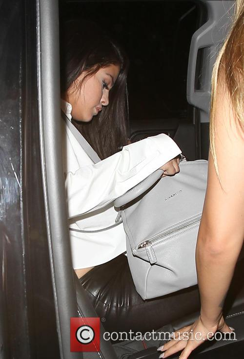Selena Gomez leaving The Nice Guy with friends