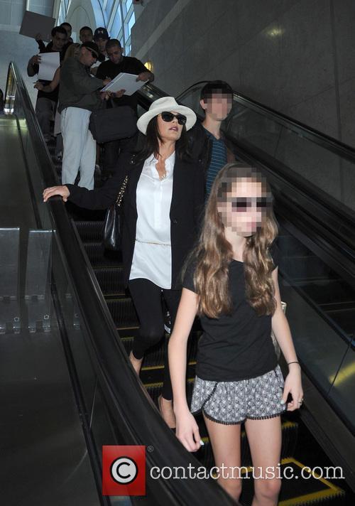 Michael Douglas, Catherine Zeta-jones and Carys Zeta Douglas 1