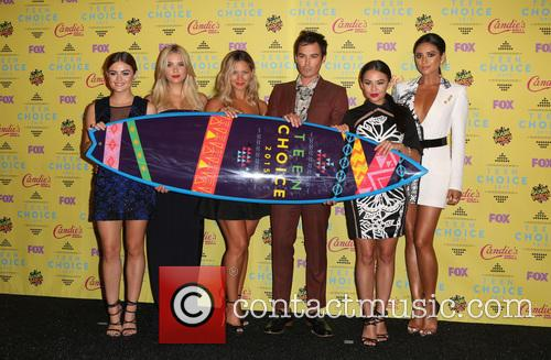 Ashley Benson, Lucy Hale, Vanessa Ray, Ian Harding, Janel Parrish and Shay Mitchell 3