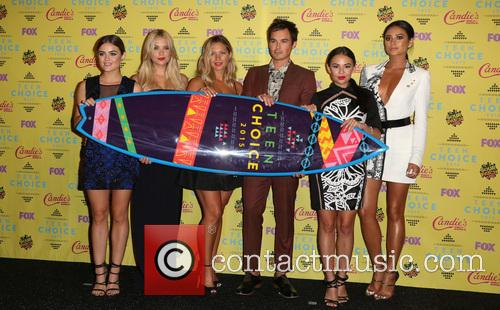 Ashley Benson, Lucy Hale, Vanessa Ray, Ian Harding, Janel Parrish and Shay Mitchell 6