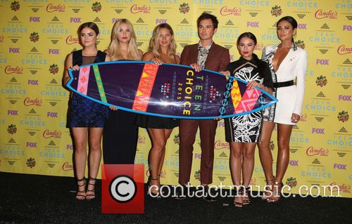 Ashley Benson, Lucy Hale, Vanessa Ray, Ian Harding, Janel Parrish and Shay Mitchell 7