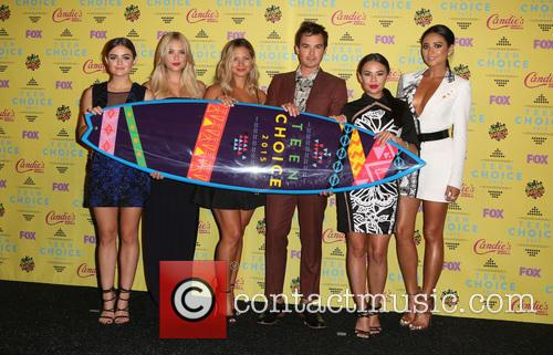 Ashley Benson, Lucy Hale, Vanessa Ray, Ian Harding, Janel Parrish and Shay Mitchell 1