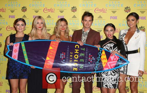 Ashley Benson, Lucy Hale, Vanessa Ray, Ian Harding, Janel Parrish and Shay Mitchell 8