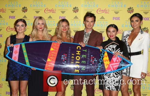 Ashley Benson, Lucy Hale, Vanessa Ray, Ian Harding, Janel Parrish and Shay Mitchell 9