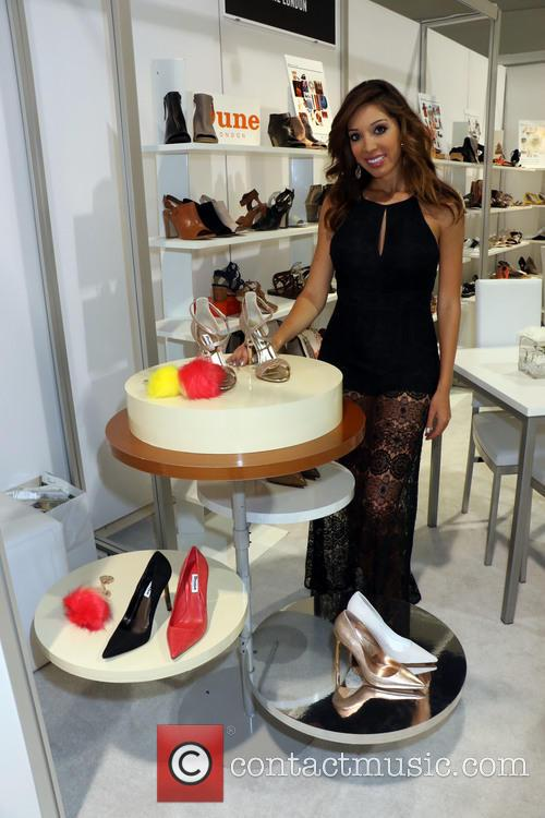 Farrah Abraham checks out merchandise during Magic Convention