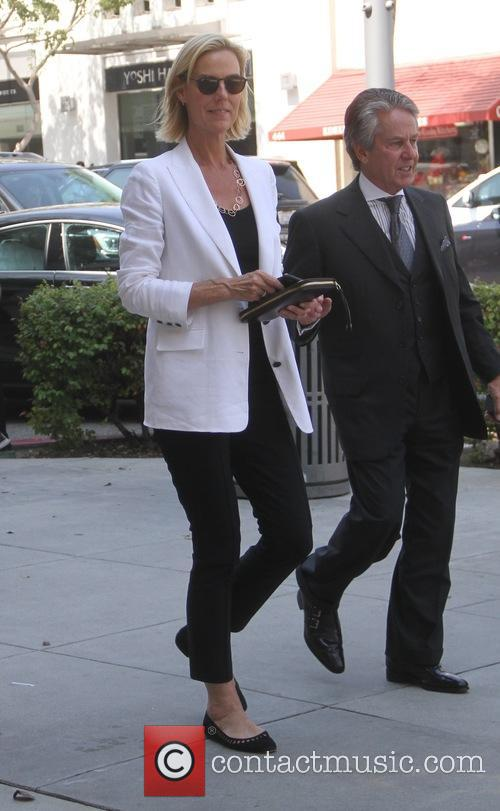 Amy Ryan goes shopping in Beverly Hills