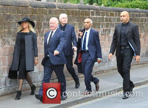 Carol Vorderman, Les Dennis and Guests 3