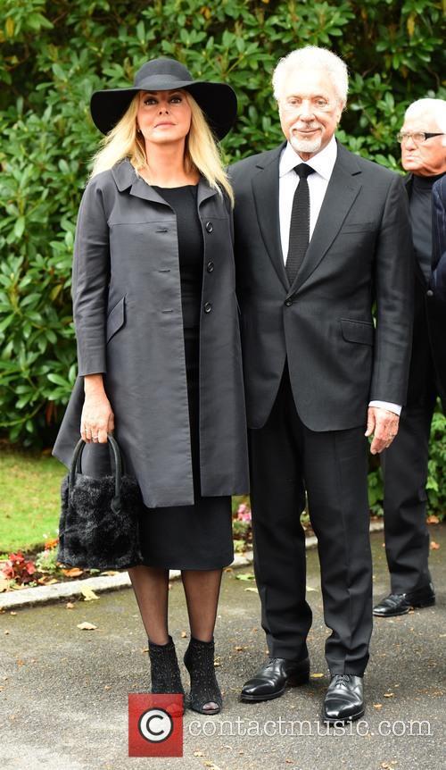 Carol Vorderman and Sir Tom Jones 2